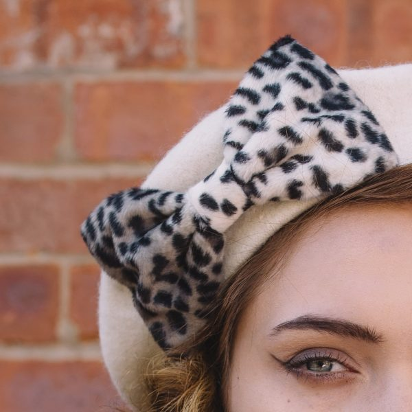 Ivory_Beret_Grey_Leopard_Bow-detail