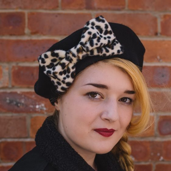Black Beret Leopard Fake Fur Bow angle