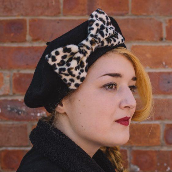 Black Beret Leopard Fake Fur Bow side