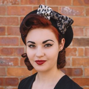Black Beret Grey Leopard Fake Fur Bow angle