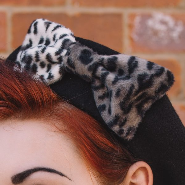 Black Beret Grey Leopard Fake Fur Bow detail2