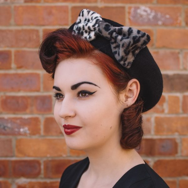 Black Beret Grey Leopard Fake Fur Bow side