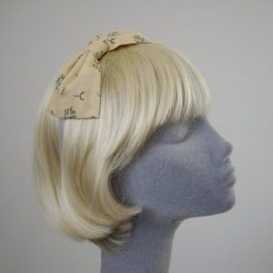 Cream Christmas Mistletoe Bow Headband angle