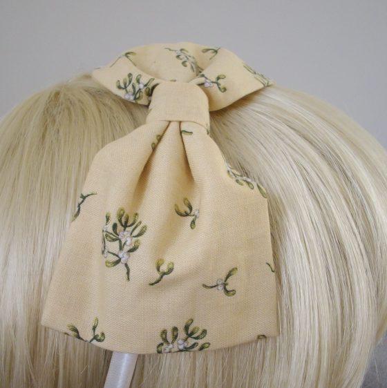 Cream Christmas Mistletoe Bow Headband detail