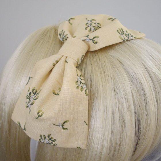 Cream Christmas Mistletoe Bow Headband detail2