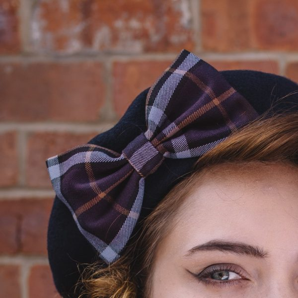 Navy Beret Purple-Lilac Tartan Bow detail