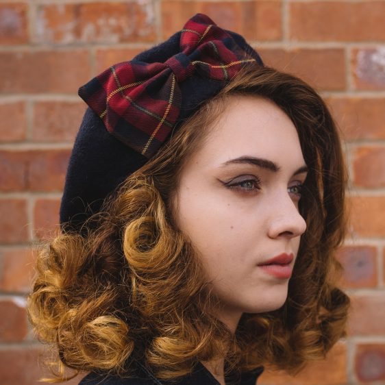 Navy Beret Wine-Navy Tartan Bow side