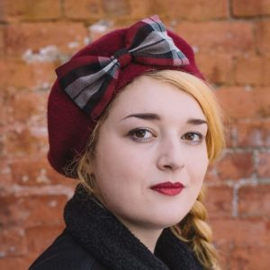 Wine Red Beret Wine-Black Tartan Bow angle