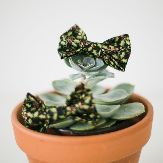 Black Christmas Holly Bow Hair Clip detail