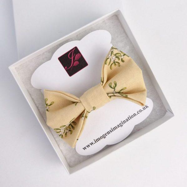 Cream Christmas Mistletoe Bow Hair Clip in a box