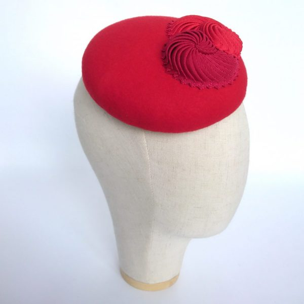 Red mother of the bride hat for an autumn or winter wedding