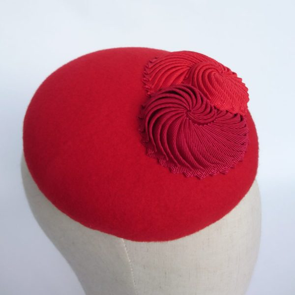 Red mother of the bride hat for a spring wedding