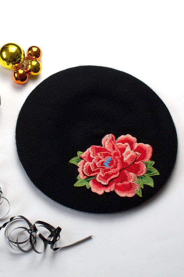 New Black Women's Beret for AW 2019